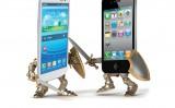 Inizia la battaglia finale tra Apple e Google per il controllo del nostro telefonino Chi vincera'?